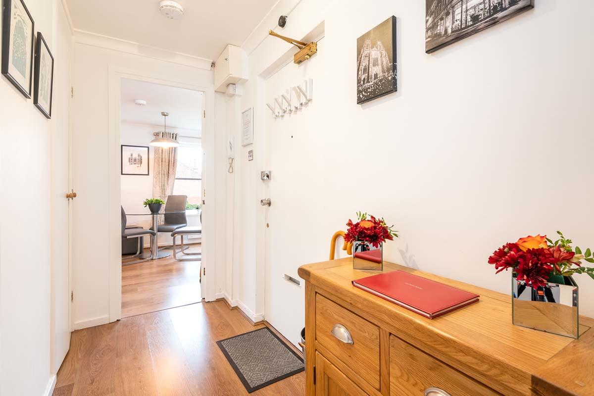 Cloisters Holiday Apartment York - Hallway
