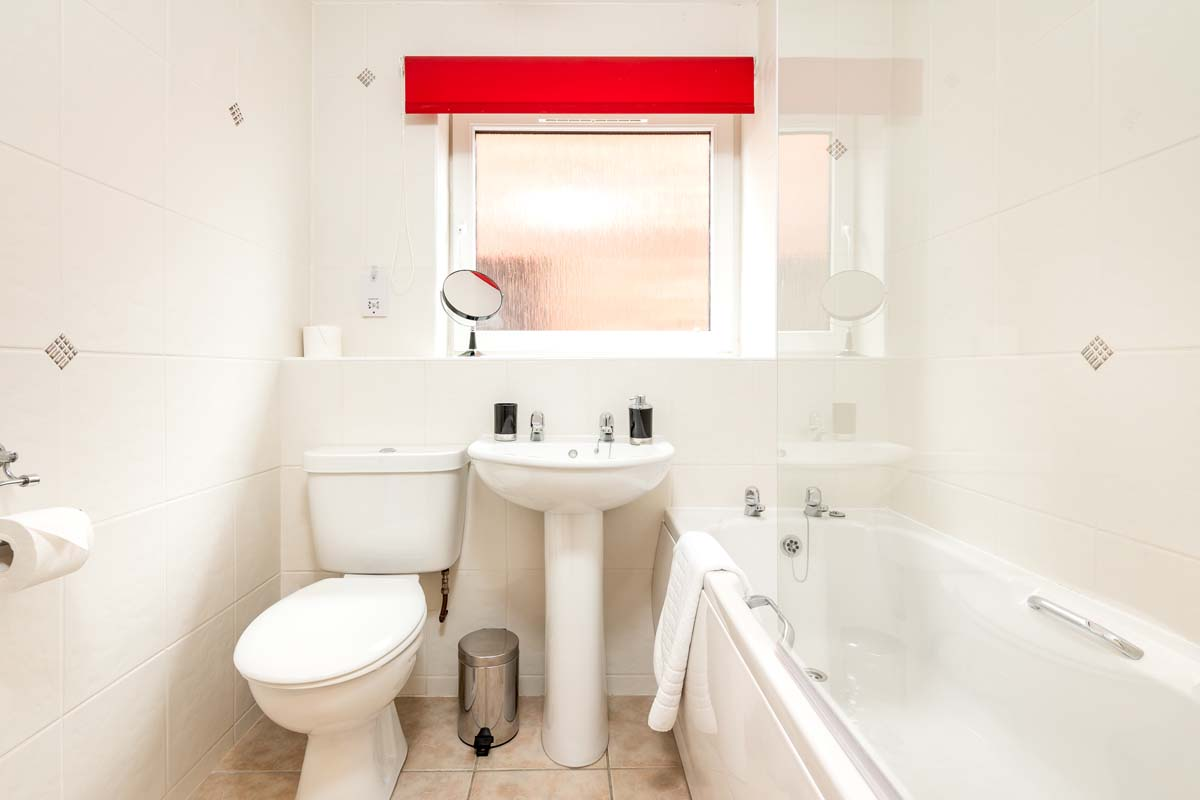 Cloisters Holiday Apartment York - Bathroom