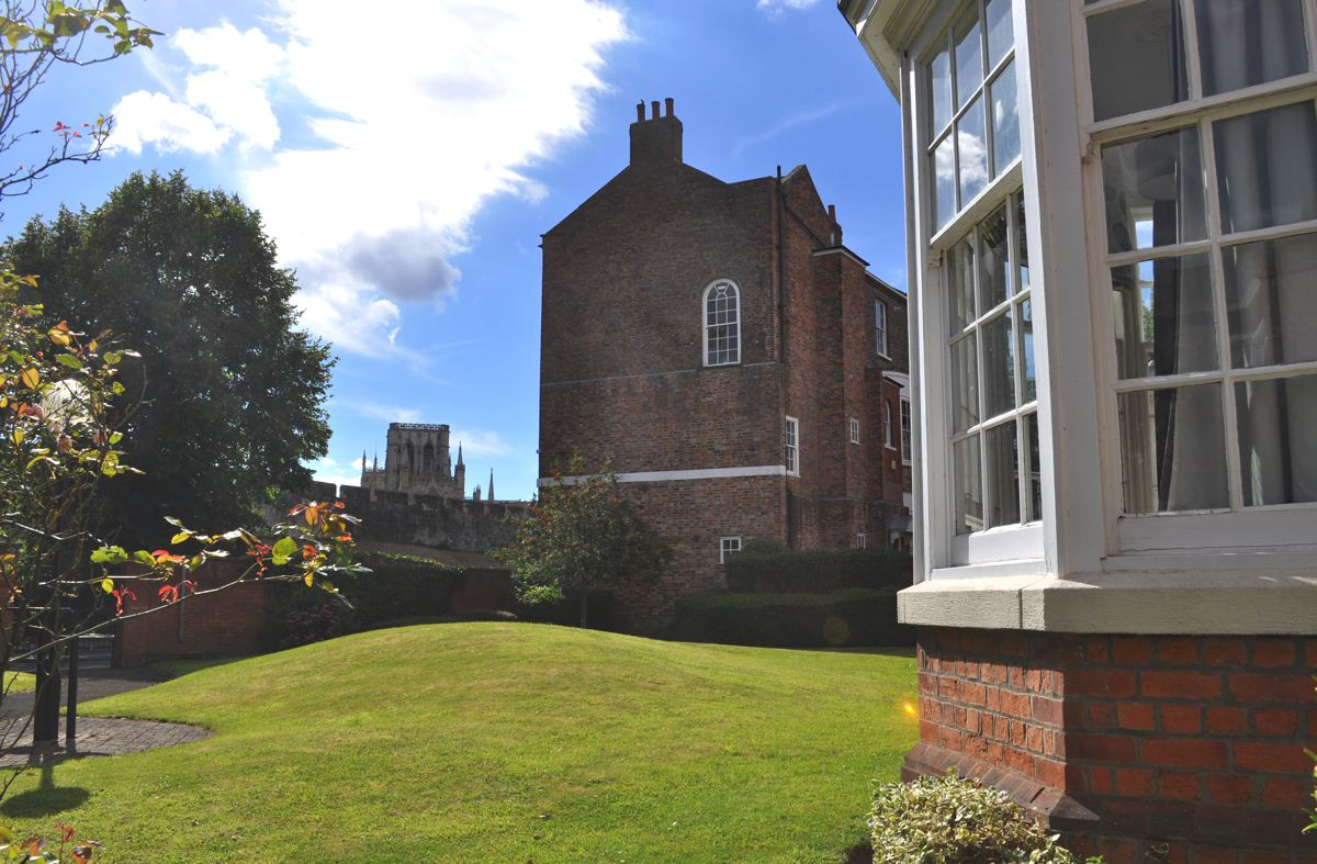Feversham, Holiday Let, York Stay, York Minster View