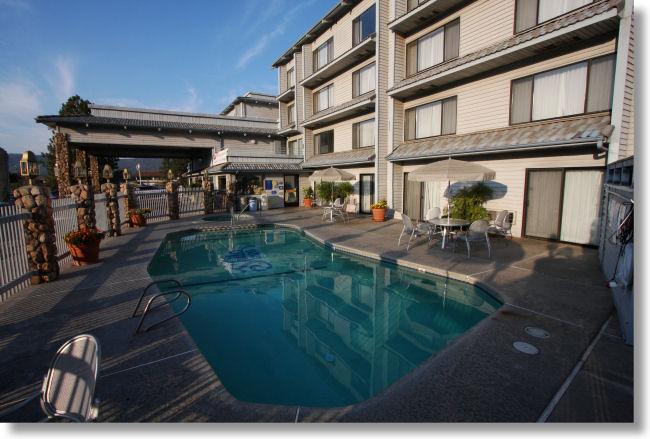 Yosemite Lodging  Yosemite Southgate Hotel and Suites