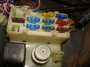 Cab Fuse Box ID?? Help!!  YotaTech Forums