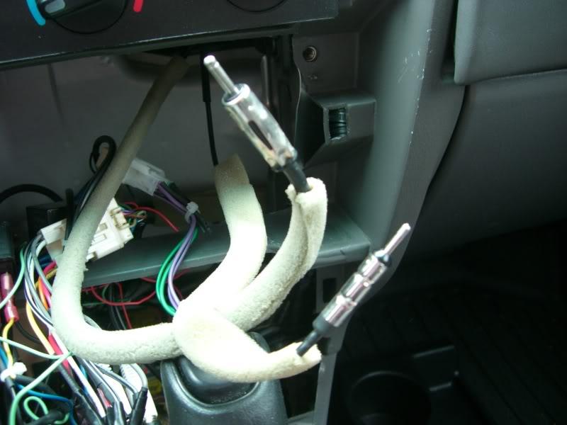 Yotatech.com Toyota Truck Antenna Mod