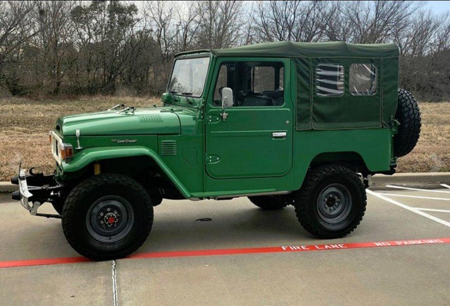 1982 FJ40 Side