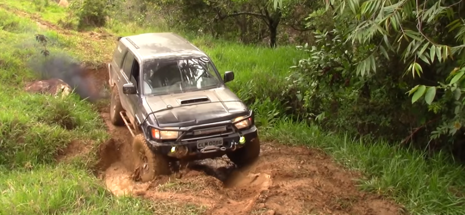yotatech.com Toyota Hilux and Hilux SW4 Going Off-Road