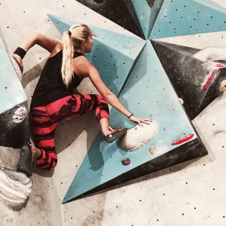 Bouldering Boulderwelt woman