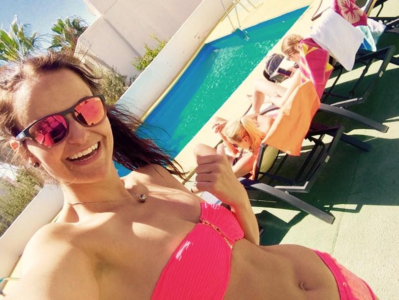 pool relax girls