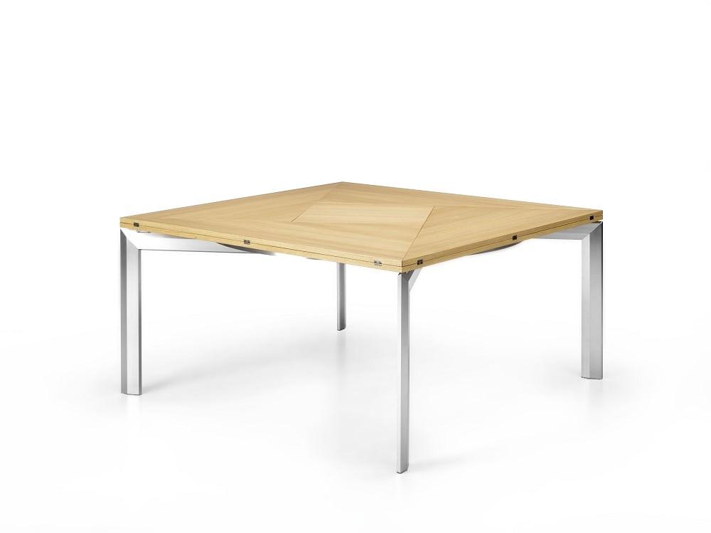 Rotante e allungabile il tavolo di bbb italia per il for Tavolo salone