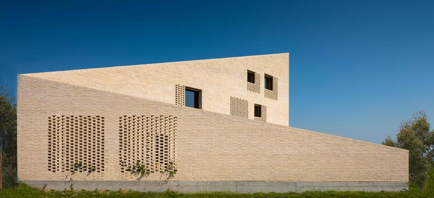 La villa con muri in laterizio di Terreal Italia