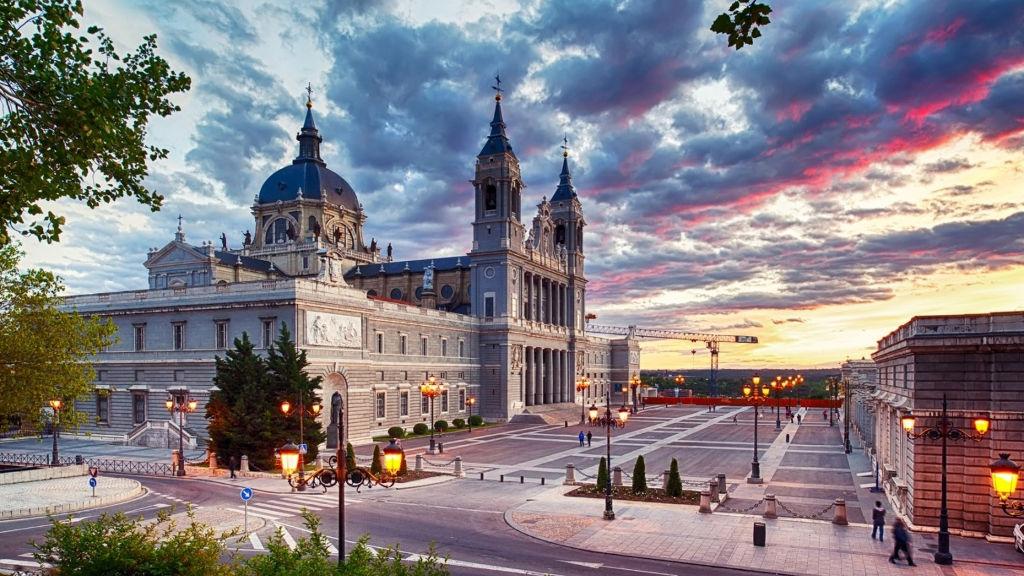 Grande Evangelizzazione nella Cattedrale de la Almudena a Madrid!