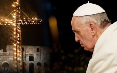 Il Papa alla Via Crucis al Colosseo:  preghiera e meditazione