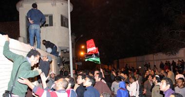 المتظاهرون يحاصرون مقر أمن الدولة بمدينة نصر