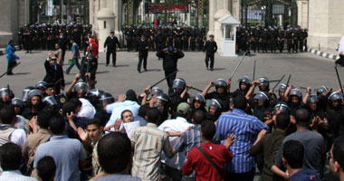 لقطة من اشتباكات الطلاب والإخوان