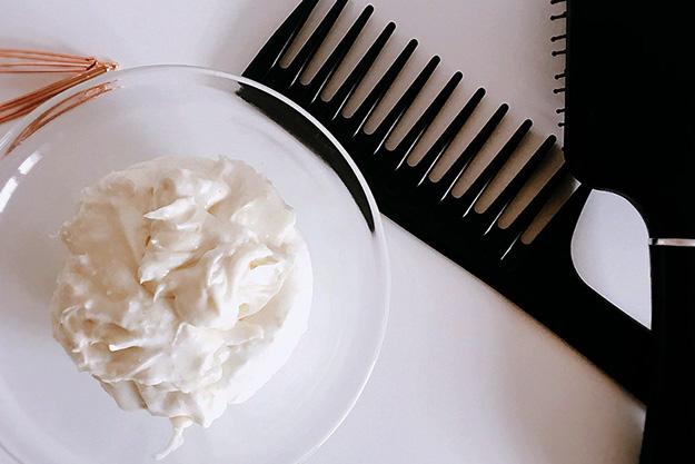 Cheveux : Réalisez une chantilly de karité