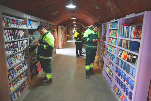 Ankara : Les éboueurs montent une bibliothèque à partir de livre jetés