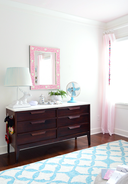 GirlsRoom-Dresser-Pink-Mirror
