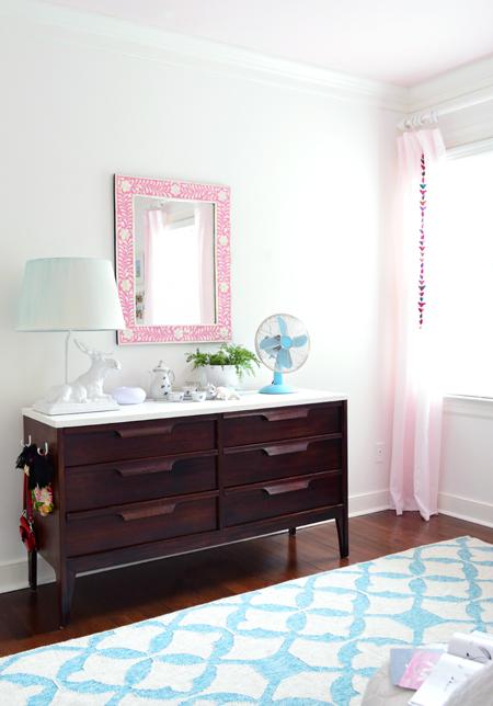 GirlsRoom-Dresser-Pink-Mirror