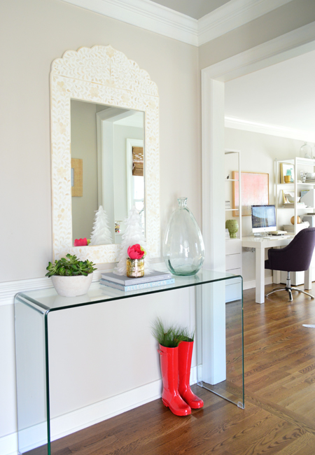 xmas-decor-foyer-console-with-office