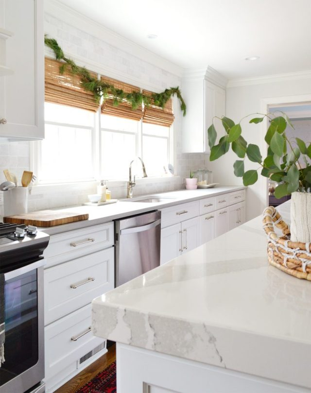 This image has an empty alt attribute; its file name is Christmas-Decor-2018-Kitchen-Garland-810x1024.jpg