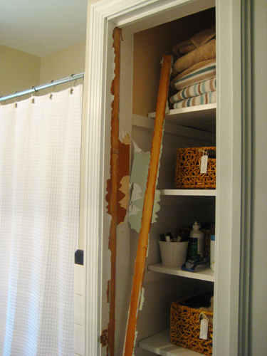 ... To The Door And Off It Came (along With The Door Jamb So That The  Opening Looked A Lot More Like A Built In Shelving Nook Than A Doorless Linen  Closet).