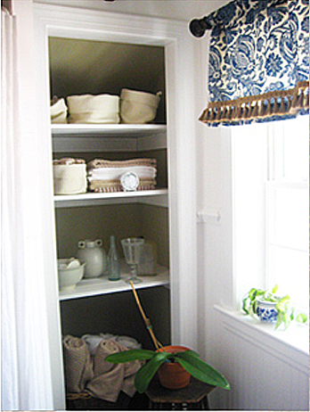 Check out the serious door war that regularly occurred between the linen closet ... & Take The Door Off Your Bathroom Linen Closet For A Chic And Open Feeling