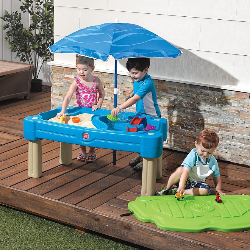 entertain a child with a water table