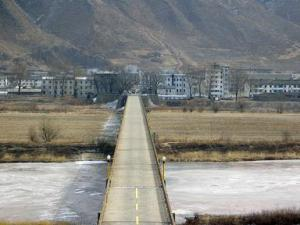 The china-north korea border at Tumen, leading into the city of Namyang