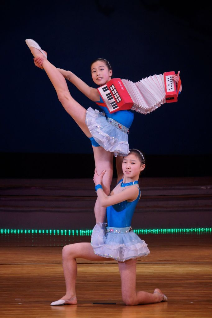 North Korean performing children at the Mangyongdae School Children's Palace