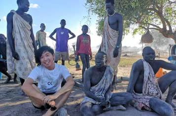 YPTer hanging out with the Mundari