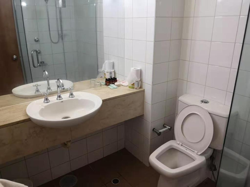 A washroom in a Menen Hotel Room, Nauru
