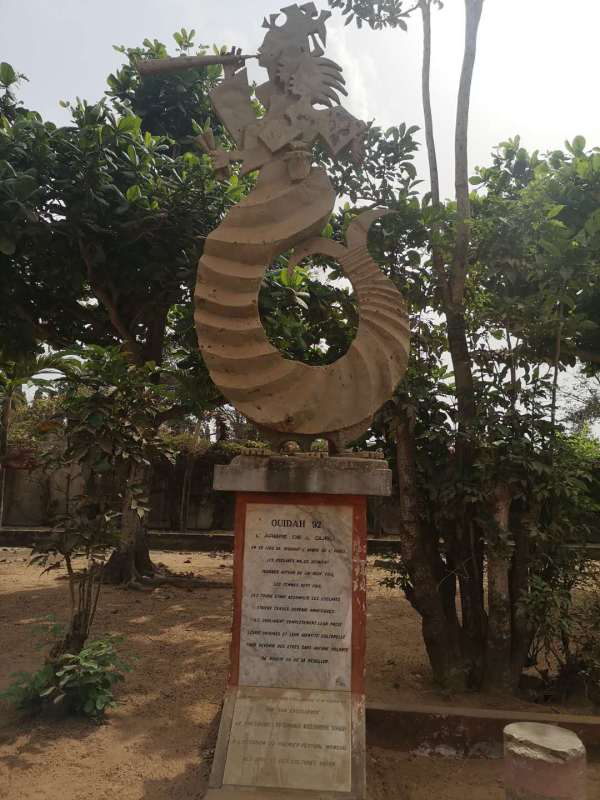 The tree of forgetfulness along the slave trail of Ouidah