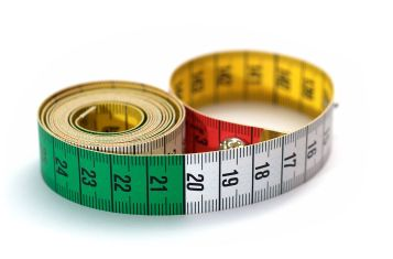 A measuring tape to measure how tall are Koreans