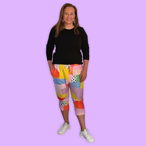 colourful jogger pants for women with pockets in tree quarter length.