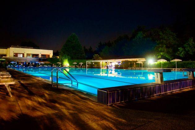 Pool Dancing at Harbour Club  YOUparti