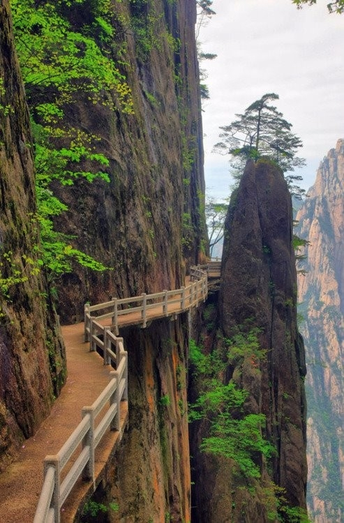 15 Stupendous Places Worth To Be Visited One Day