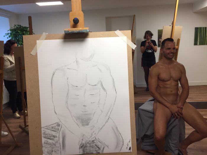 Een mannelijke naaktmodel tekenen