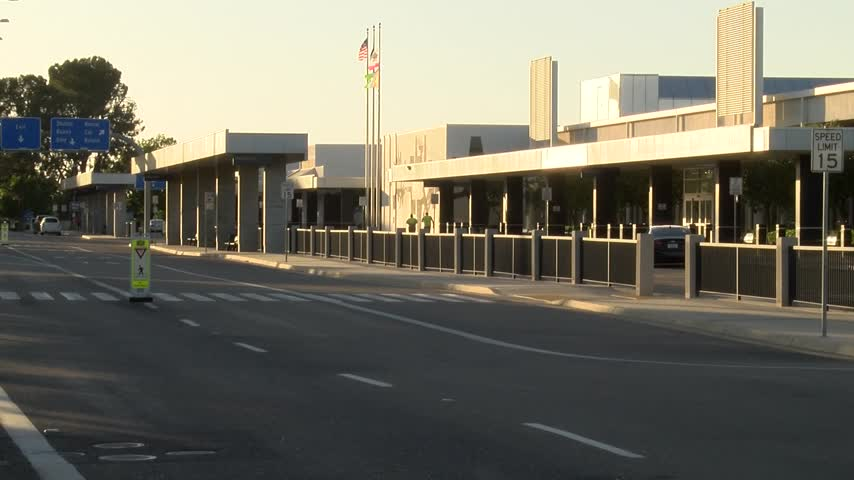 Uber discontinues service at Fresno Airport_24038004