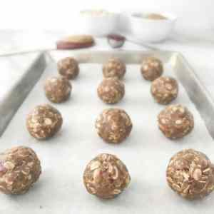 Peanut Butter & Jelly Energy Bites | recipe via www.yourchoicenutrition.com