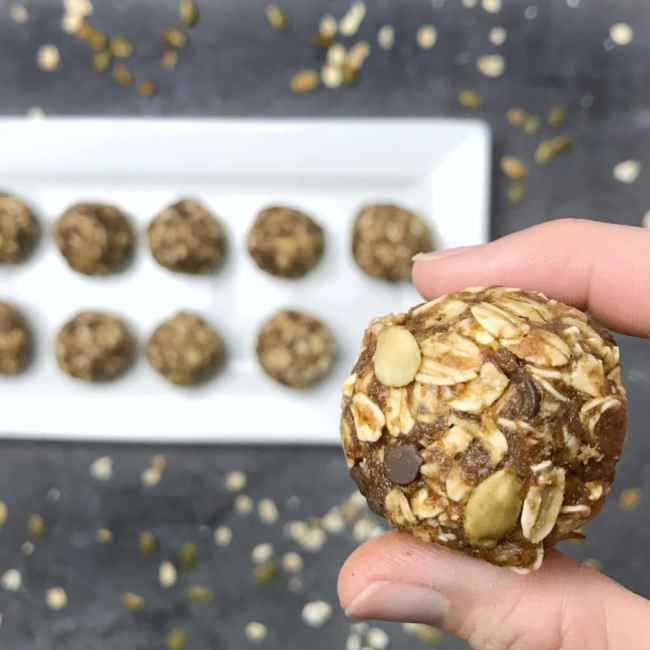These Pumpkin Chocolate Chip Energy Bites are the perfect fall snack to get you through that afternoon slump or to refuel you post exercise! | recipe via www.yourchoicenutrition.com