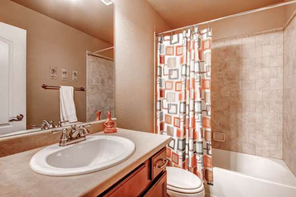 121 Eclipse Dr Colorado-small-018-2nd Floor Bathroom-666x445-72dpi