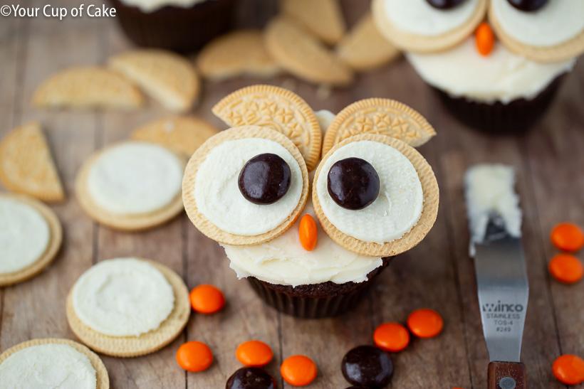 ¡Decoración de magdalenas con niños! ¡Estos bizcochos fáciles de Oreo Owl son tan lindos!