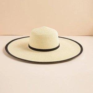chapeau de paille à bord large