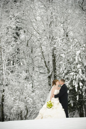 https://i0.wp.com/www.yourengagement101.com/daily-101/files/2009/03/winterwedding11.jpg
