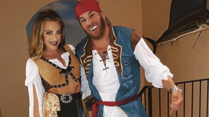 25/08/2021· whether you go as dwayne johnson's steamboat skipper or as emily blunt's dr. 40 Sinfully Sexy Couples Halloween Costumes For 2021