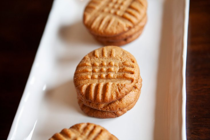 Just because you can't have sugar doesn't mean you can't enjoy some sweetness! These Keto Peanut Butter Cookies will hit the spot for your sugar cravings. #yourhautemess #ketodessert #peanutbuttercookies