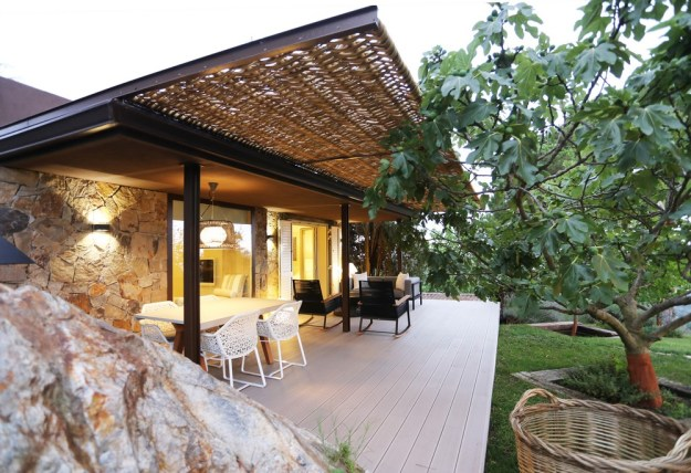 Mountain Guest House designed by Dom Arquitectura 1