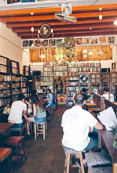Books, handicrafts and coffee at Pakarang