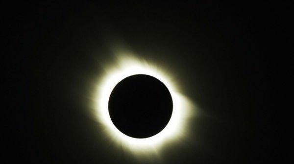 1420455850_eclissi-di-sole-600x335