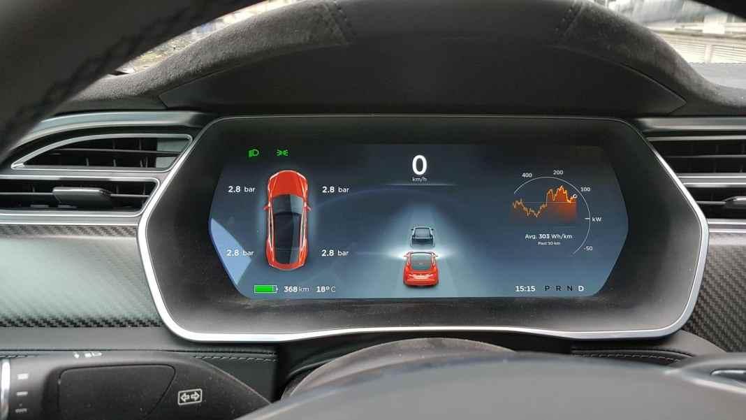 Tesla Model S_Plancia (11)