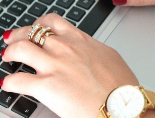 workplace-jewelry-trends-keep-it-classy-and-tasteful