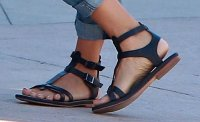 How to Wear Flat Gladiator Sandals With Boyfriend Jeans ...